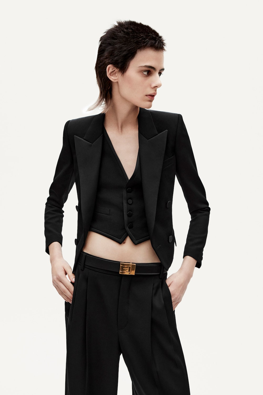 Загварлаг бөгөөд ажил хэрэгч хувцасны шүүгээг бүрдүүлье (фото 12)