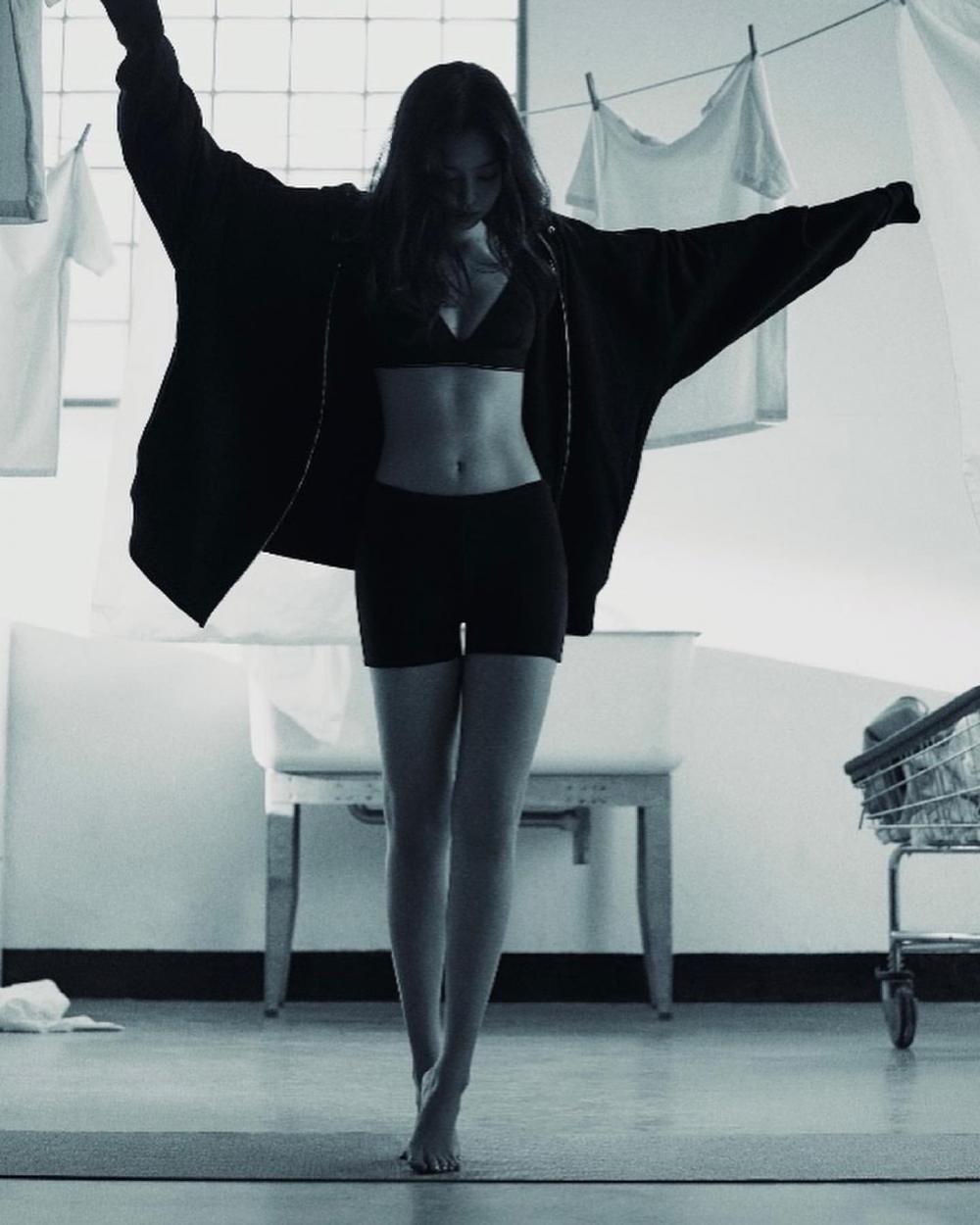 BLACKPINK Jennie, Кайа Гербер нар Calvin Klein-ий шинэ сурталчилгаанд (фото 6)