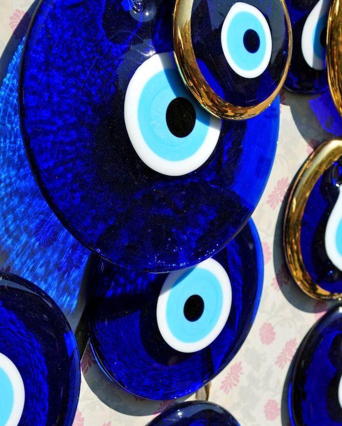 """Загварын ертөнцөд дэлгэрсэн """"Чөтгөрийн нүд"""" хэмээх бэлгэ тэмдэг ямар утга учиртай вэ? (фото 2)"""