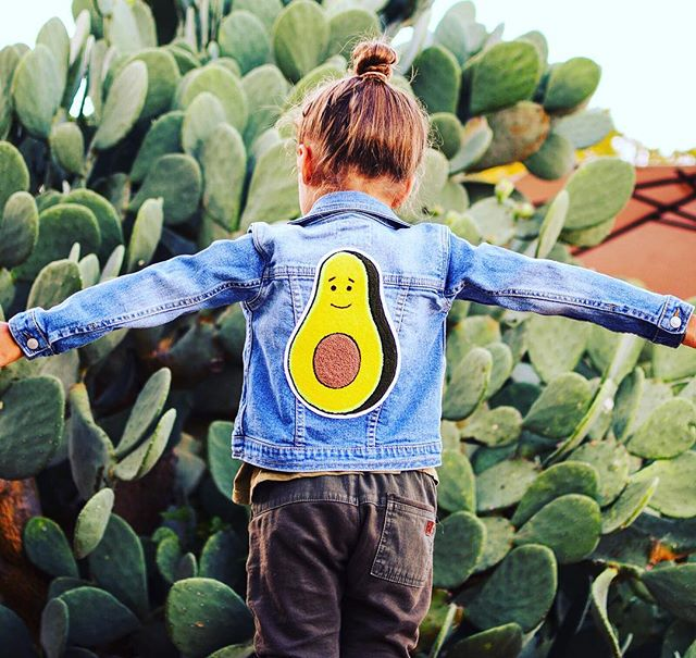The original denim jacket has added edge to any style and became synonymous with Americana culture. The Tot has collaborated with Levi s and L.A. multimedia artist, Alex Israel, to produce one of a kind exclusive children s denim jackets. Each features the hand-sewn oversize avocado chenille patch and is hand-signed by Alex Israel with an edition number. 100% of the proceeds from the Levi s Alex Israel-designed jackets will go to to charity: amfAR s TREAT Asia s Pediatric HIV Program @thetot @levis