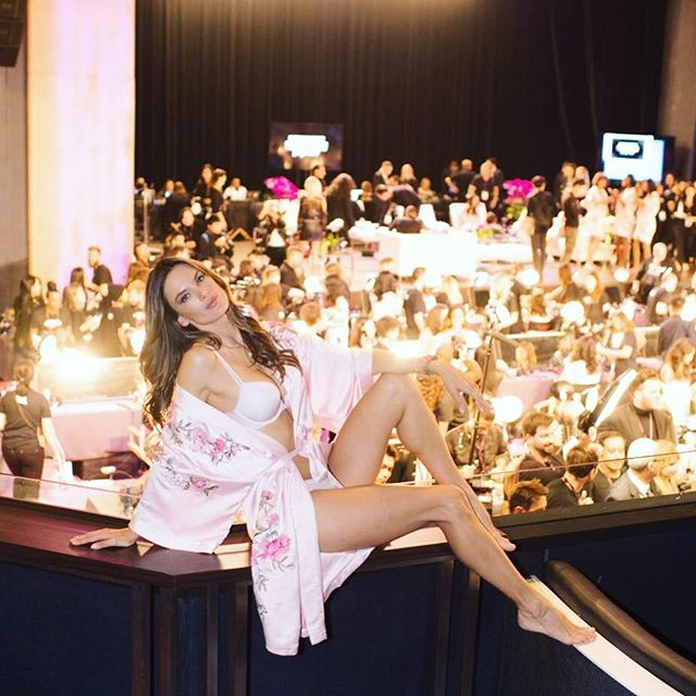 Backstage ... at the best show on earth #vsfashionshow       #Shanghai   @timuremek