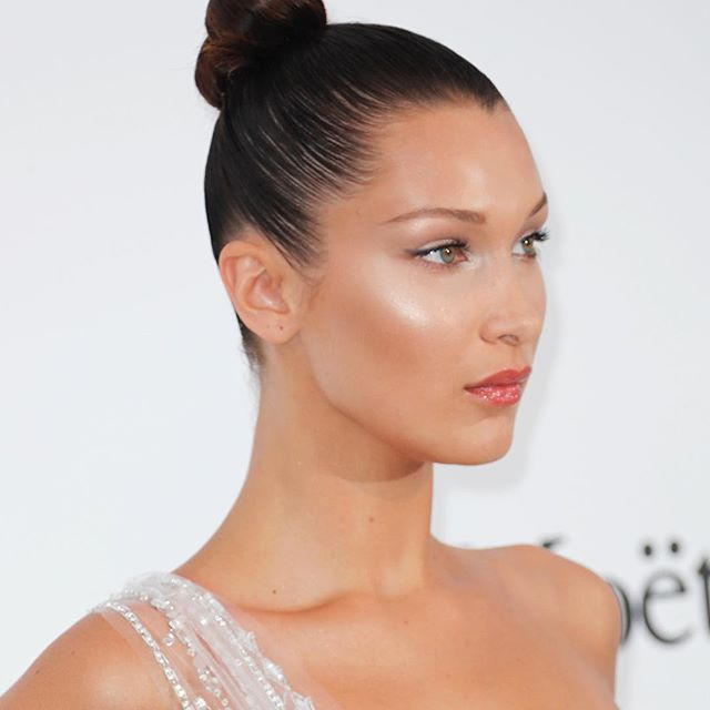 Highlighted AF - #BellaHadid s sports one of 2017 s favourite #makeup looks, more on Buro247.sg #Buro247Singapore #pursuepretty