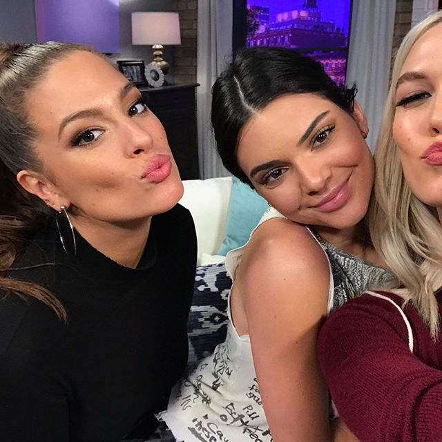 Chatting first kisses, 90s fashion, awkward proms and channeling our inner Josie Geller  all tonight on #MovieNightWithKarlie with @theashleygraham @iisuperwomanii @kendalljenner at 8:30/7:30c on @freeform