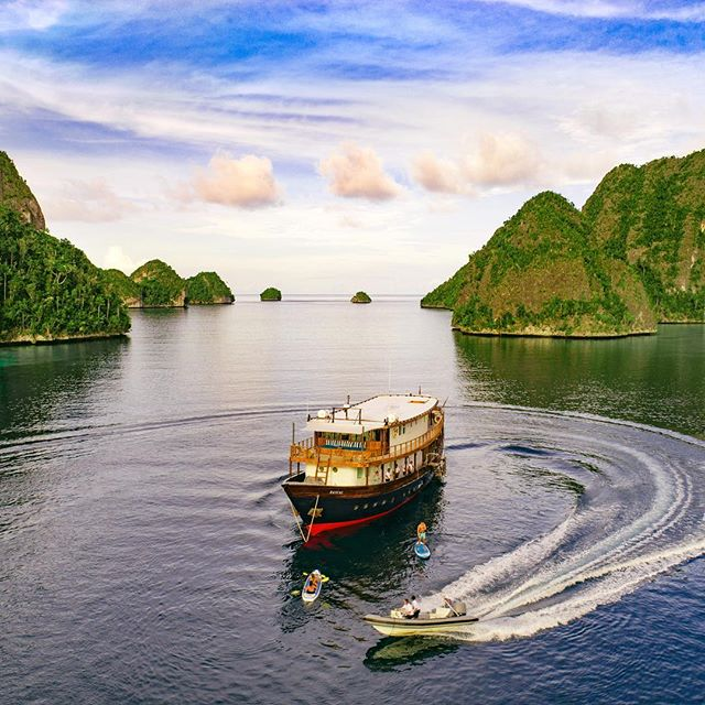 Wanderlust-ing? Click the link in bio for 5 reasons why the Rascal is the best private liveaboard experience money can buy #Buro247Singapore #travel #diving