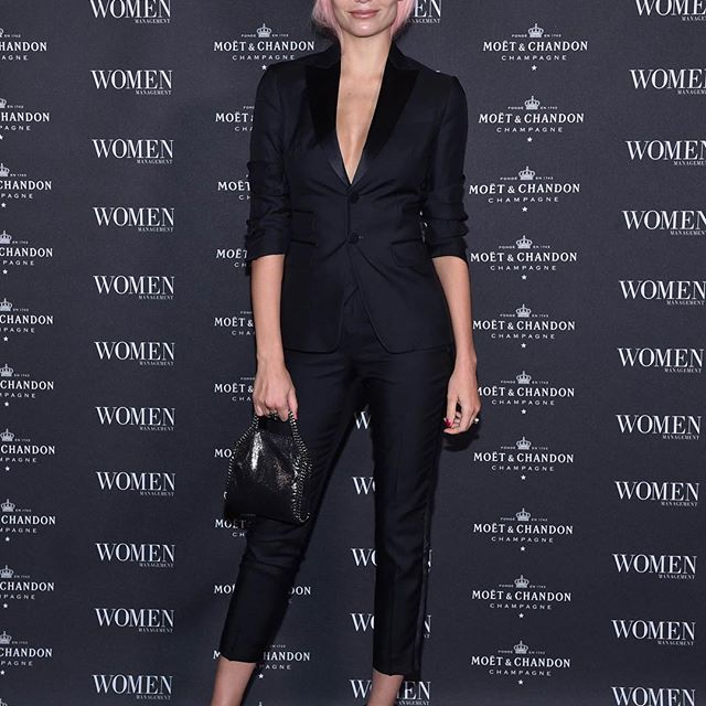 Thank You For Last Night @women_milano @womenmanagementny @women_paris I LOVE YOU GUYS SO MUCH    #family #WomenManagementNewEra Wearing @dsquared2