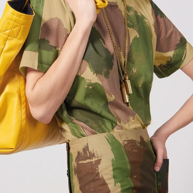 I use the camo tee as I would a white tee, to style as a neutral with anything from denim to tailoring! Absolutely love the #VBPreSS19 camo print! Slouchy Sunday bags, fitted pencil skirts, tees and parkas are printed with this season s paintbrush camo print, monogrammed with a red embroidery or finished with oversized patch pockets. Discover at the link in bio! X VB