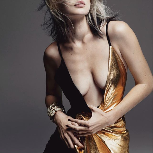 A lil bit o  Blondie to celebrate the holidays   NEW @wmag cover story by @mertalas @marcuspiggot