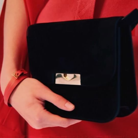I love the new suede Eva bag - wear it cross body or as a clutch, paired with the candy red slash sleeve dress and drape bracelet. Explore the holiday edit at the link in bio x VB #KissesAtChristmas