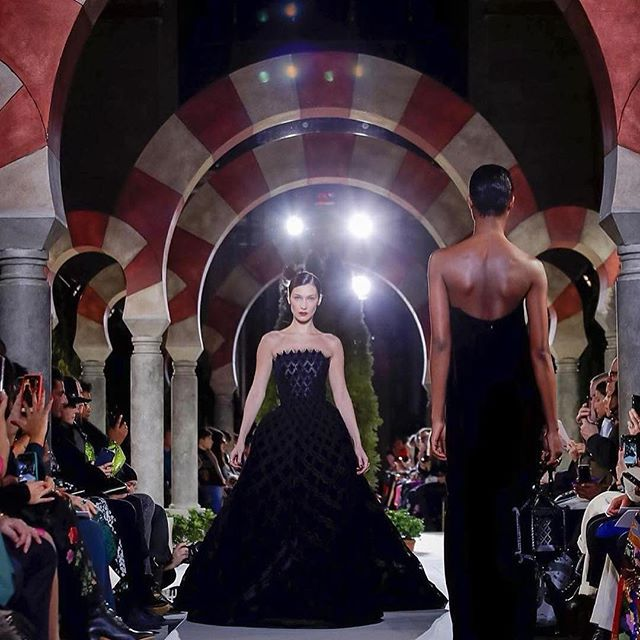 Closing the brilliant @oscardelarenta show yesterday. This show is such a dream to walk from the fittings, the entire Oscar team, the venue, the looks... I m lucky to be a part of this   especially in the dress of my dreams !!!!   Congratulations @fernandogarciam1205 @tokibunbun @natasharoyt @chadwickbell @johndavidpfeiffer thank you