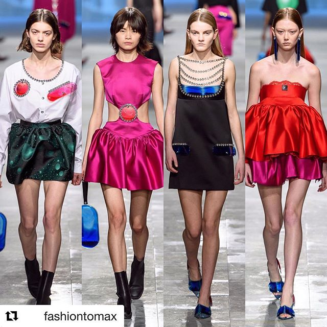 @christopherkane       #ChristopherKane #fw19 #aw19 #lfw #londonfashionweek #runway #fashion #style #model #vogue #voguemagazine / photo credit: @voguerunway