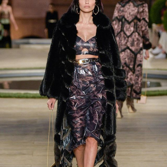 Obsessed With @fendi @silviaventurinifendi Couture Show   @amandaharlech    What A Location, Right In Front Of Coliseum   Casting By @pg_dmcasting @samuel_ellis  Style By @stockdale.charlotte  Make Up @peterphilipsmakeup  Hair By @sammcknight1