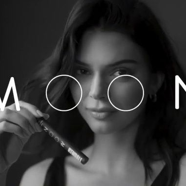I love working with @moon to create innovative oral beauty products like my teeth whitening pen. It's so easy to use and a perfect on-the-go beauty product to keep in your bag! #moon_partner