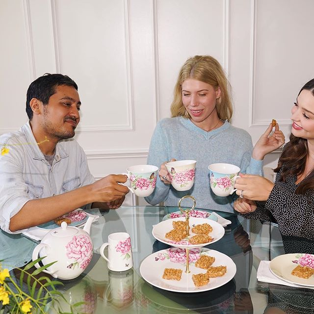 Happy International Friendship Day everyone! To celebrate, I m taking over @royalalbertengland stories today and having a little wellness day with my friends. Sneak peek: tea time, group mediation, @koraorganics facials and my recipe for Organic Brown Rice Crispy Treats (which I ve been craving like crazy this pregnancy   )! Head on over to @royalalbertengland to check it out & tag your bestie
