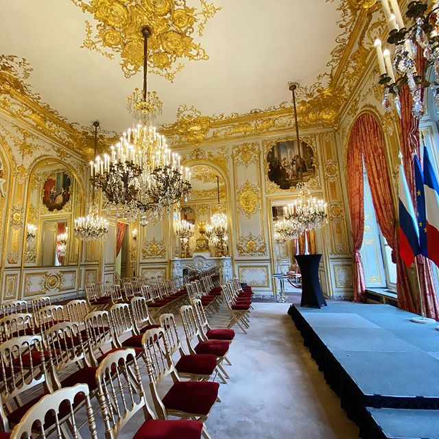 Thank you for hosting us this week, France       p.s. Just a casual room for official meetings ;)