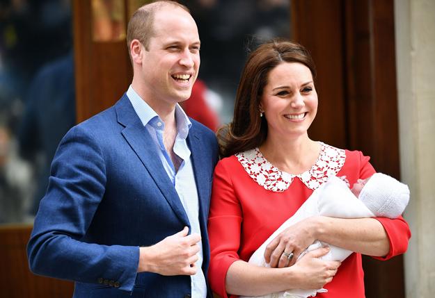 Уиллиам, Кэтрин нар гурав дахь хүүхдээ өлгийдөн авлаа