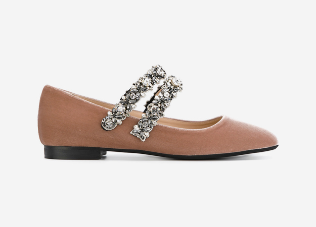 "Nº21<p><a id="""" style="""" target=""_blank"" href=""https://www.farfetch.com/uk/shopping/women/n-21-embellished-strap-ballerina-shoes-item-12300394.aspx?storeid=9638&size=23&utm_source=Hy3bqNL2jtQ&utm_medium=affiliate&utm_campaign=Linkshareuk&utm_content=10&utm_term=UKNetwork%20https://www.farfetch.com/uk/shopping/women/n-21-embellished-strap-ballerina-shoes-item-12300394.aspx?storeid=9638&size=23&utm_source=Hy3bqNL2jtQ&utm_medium=affiliate&utm_campaign=Linkshareuk&utm_content=10&utm_term=UKNetwork"">Farfetch</a></p>"