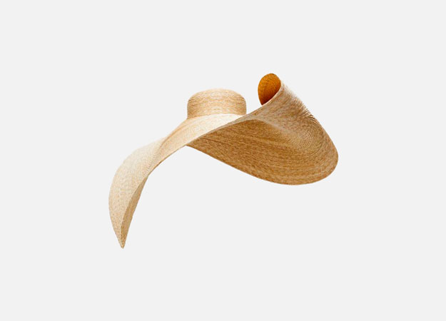 "<p><a style="""" target=""_blank"" href=""https://www.jacquemus.com/product/le-grand-chapeau-bomba/"">Jacquemus</a></p>"