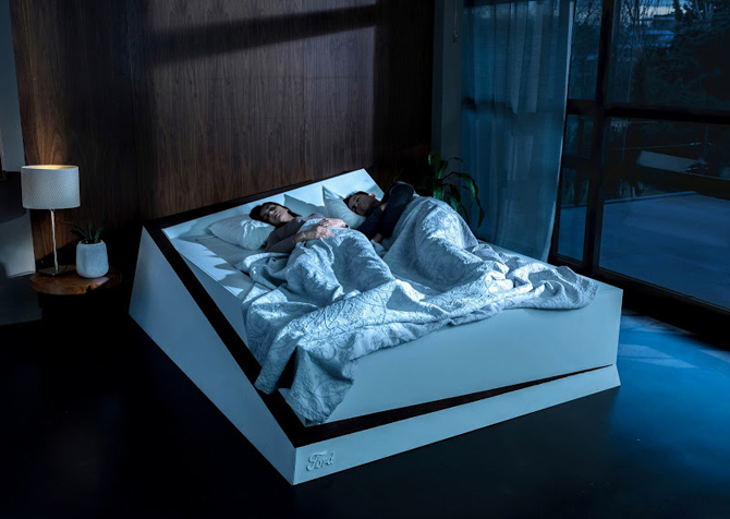Орны хамаг зайг ганцаараа эзлэн унтдаг хүмүүст зориулсан ор зохион бүтээжээ